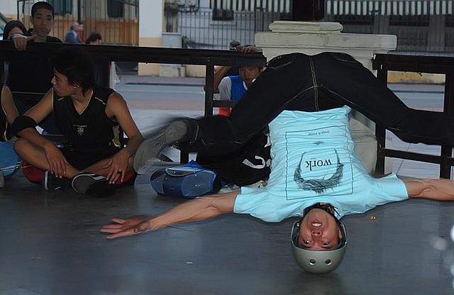 Breakdance in Hanoi