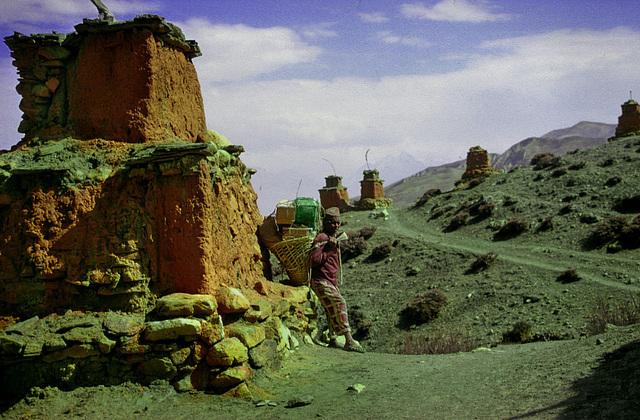 Chorten at Ghar Gompa
