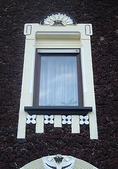 Fenster in Lavalithfassade in Bentorf