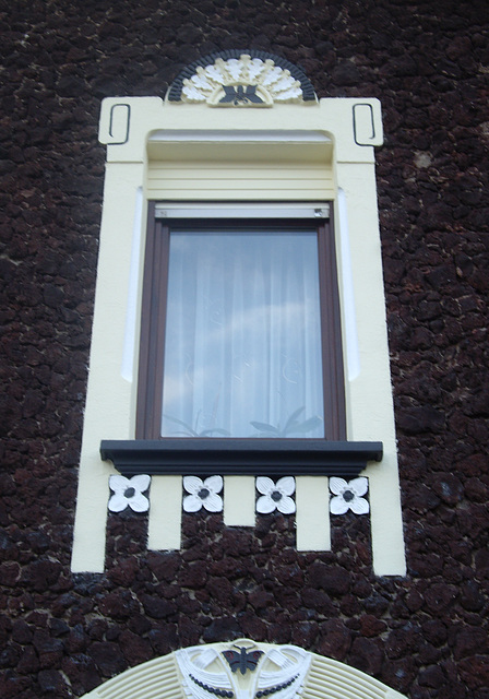 Fenster in Lavalithfassade in Bentorf