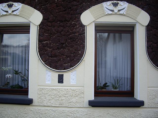 Hausdetail Fensterumrandung mit Lavalith