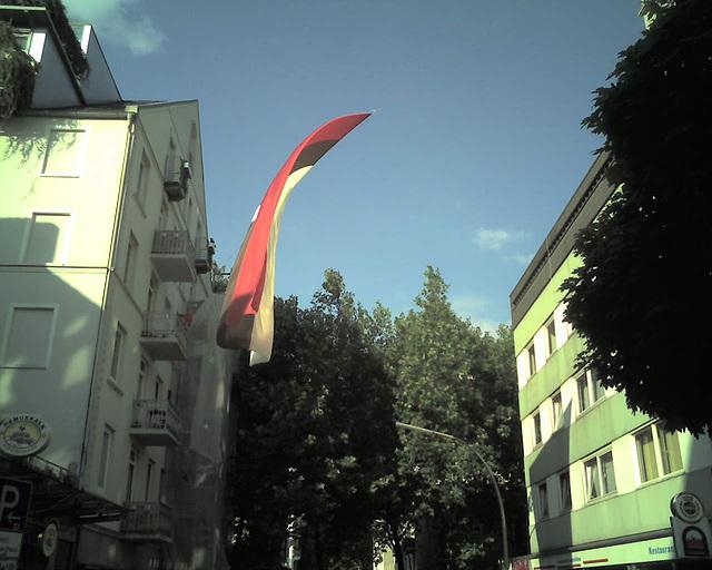 St. Pauli Fahne im Schanzenviertel -2- / 070531 184603