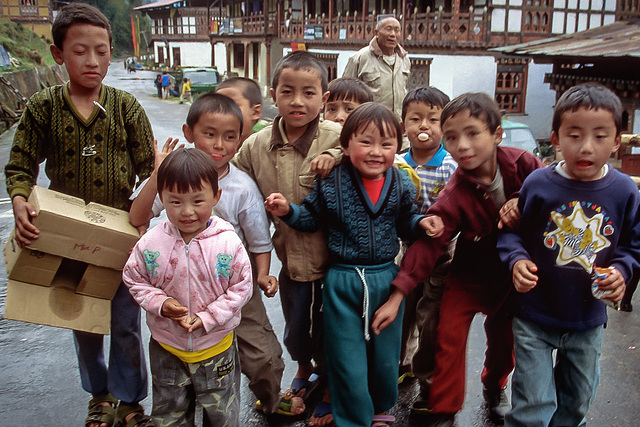 Local children in Trongsa