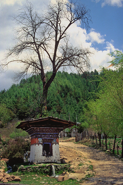Chorten on the way to the Konchogsum Lhakhang temple