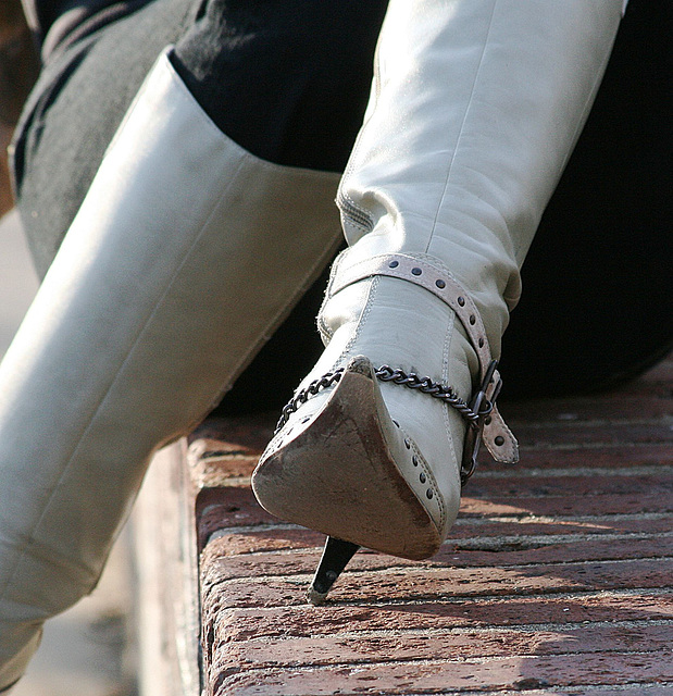 Rachel in her boots - Heel pivot and sole exposure /  Avec permission /  With permission