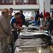 Degenfischverkauf in der Markthalle