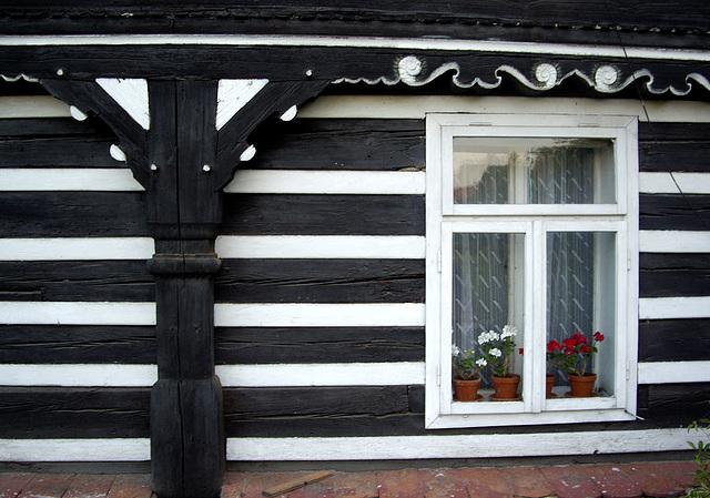 Detail eines Umgebindehauses in Soběnice