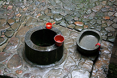 Tulou : puits et baignoire pour les bébés
