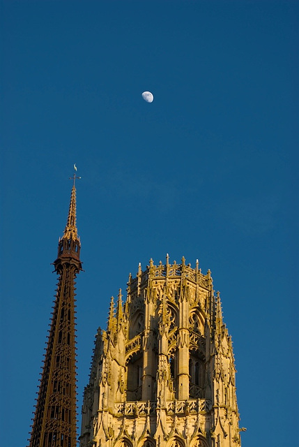 Moon + Rouen Cathedral (6)