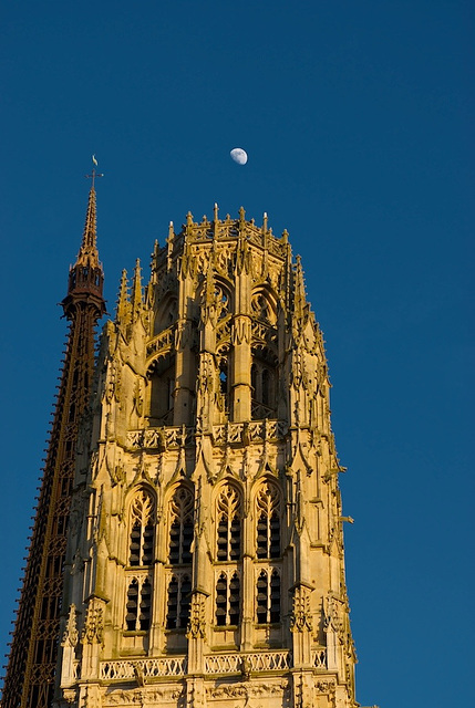 Moon + Rouen Cathedral (5)