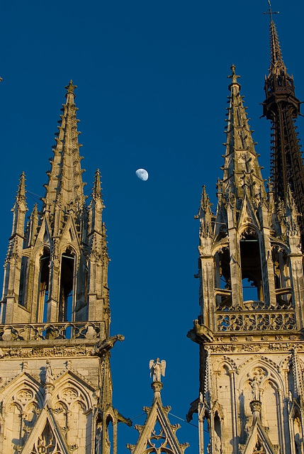 Moon + Rouen Cathedral (1)