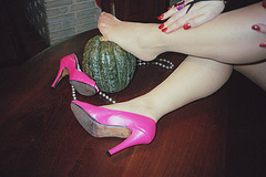 Lady Roxy - Hispanic femininity and pure podoeroticism  /  Féminité hispanique et pur podoérotisme -  Avec / with permission