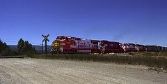 4 engines pull the Santa Fe