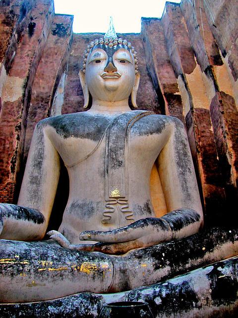 Phra Atchana inside Wat Sri Chum