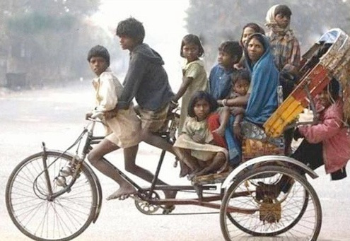 Only in India : à dix sur un tricycle