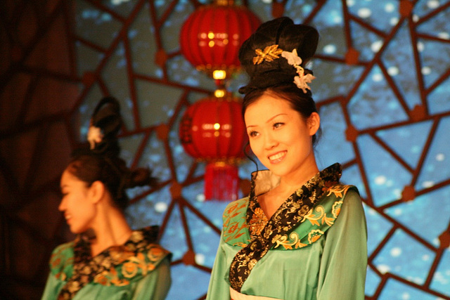 Dancers in Laoshe Teahouse