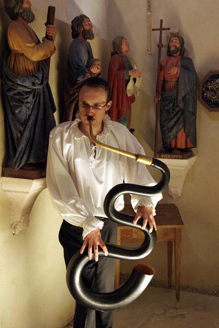 """le"""" serpent"""" dans une église baroque"""