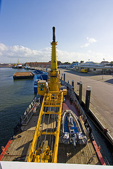 3267_1 Deck w/ Crane & Fastboat