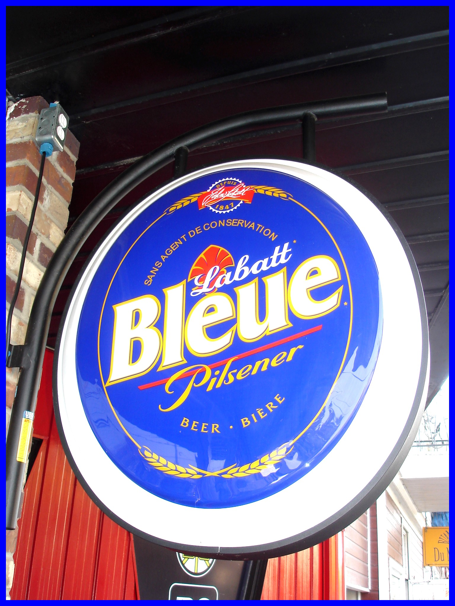Labatt Bleue Pilsener  - Hometown blue hops sign - Dans ma ville / 12-10-2008.