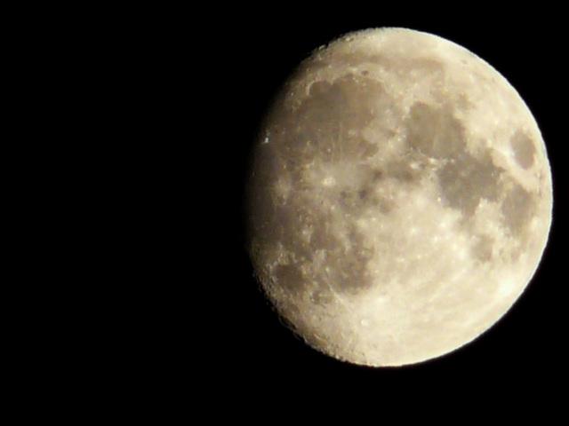 Je t'offre la lune... juste du regard