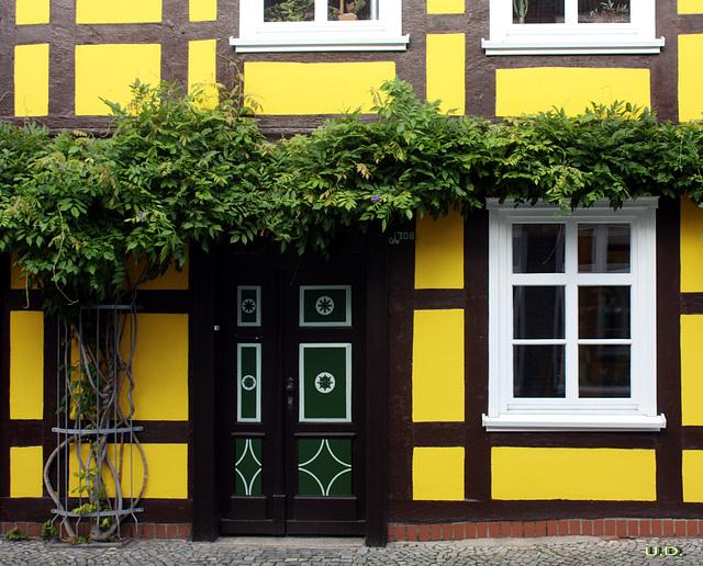 Fachwerkhaus gestrichen in regional typischen Farben