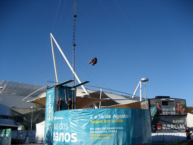 Lisboa, Festival of Oceans, diving-board jump (2)