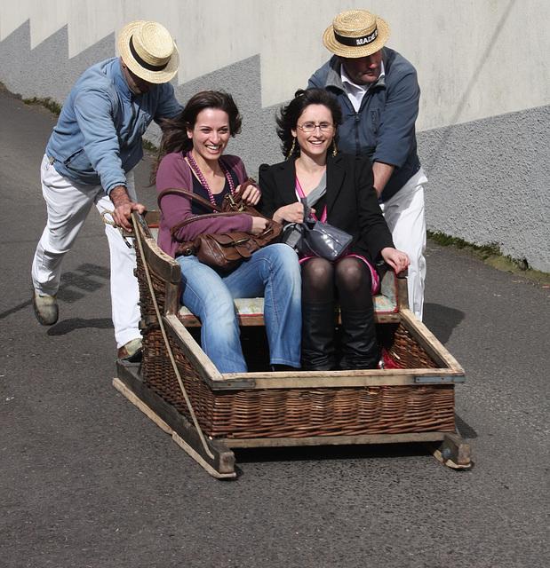 eine Korbschlittenfahrt / a Toboggan ride