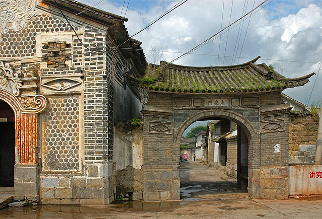 Gate to the center of Xizhou