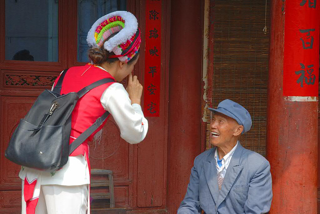 A friedly chat with an old resident