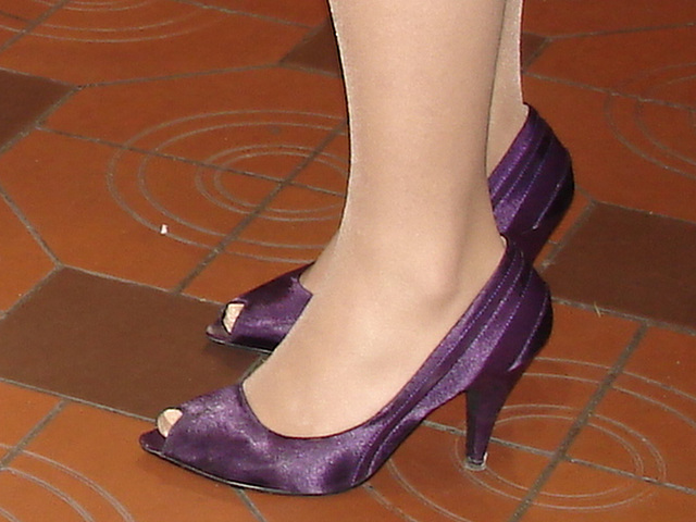 Escarpins élégants / Classy high heels shoes / Recadrage / Close-up.