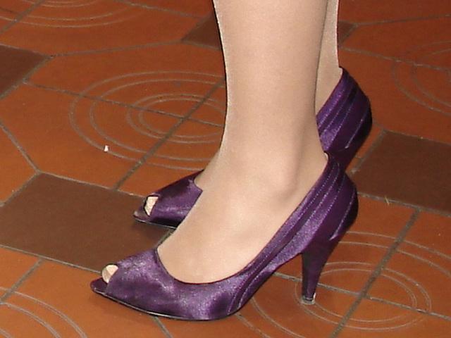 Escarpins élégants / Classy high heels shoes / Recadrage / Close-up.