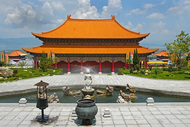 Maintempel in the Three Pagoda Park
