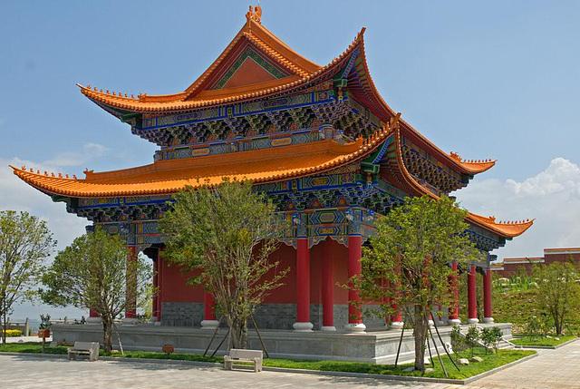 Tempel inside the Three Pagoda Park
