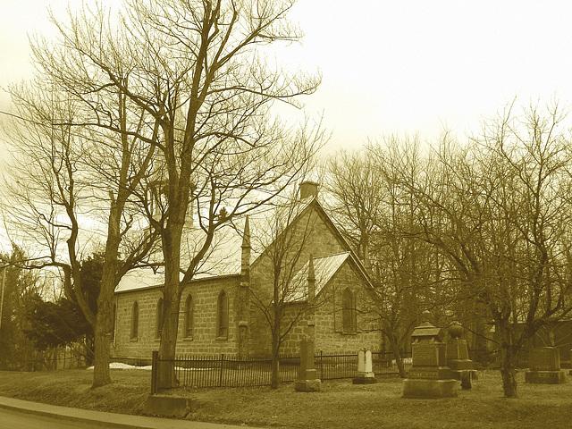Cimetière et église  / Church and cemetery  -  Ormstown.  Québec, CANADA.  29 mars 2009 - Sepia
