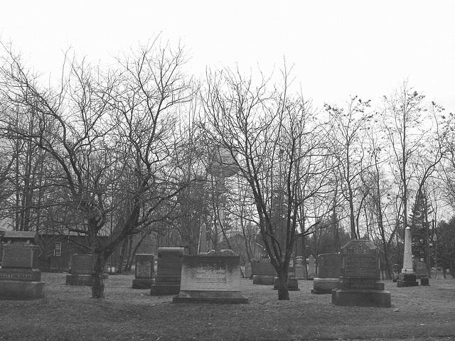Cimetière et église  / Church and cemetery  -  Ormstown.  Québec, CANADA.  29 mars 2009 -  B & W