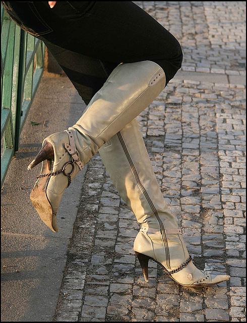 My friend Rachel in sexy high-heeled boots  /  Mon amie Rachel en bottes à talons hauts sexy