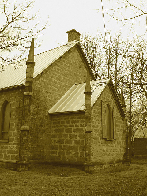 Cimetière et église  / Church and cemetery  -  Ormstown.  Québec, CANADA.  29 mars 2009- Sepia