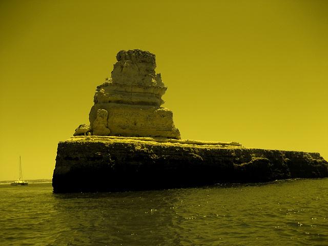 Algarve, Praia Marinha, marine caves, yellow submarine (9)