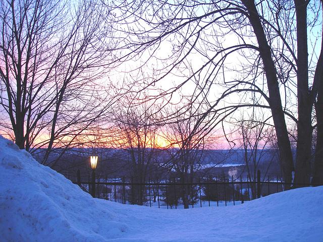 Lever de soleil monastique /  Monastic sunrise.