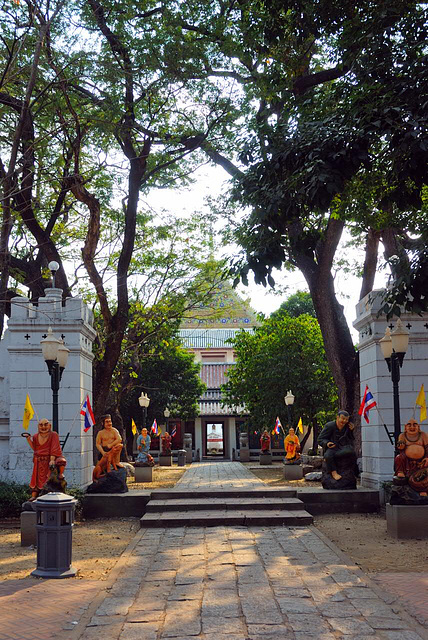 The entrance into the Wat Chalaem Prakiat