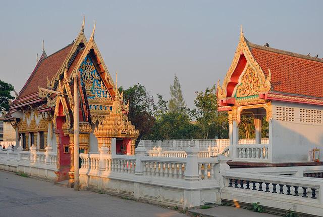 Wat Sri Prawat at the Khlong Maha Sawat