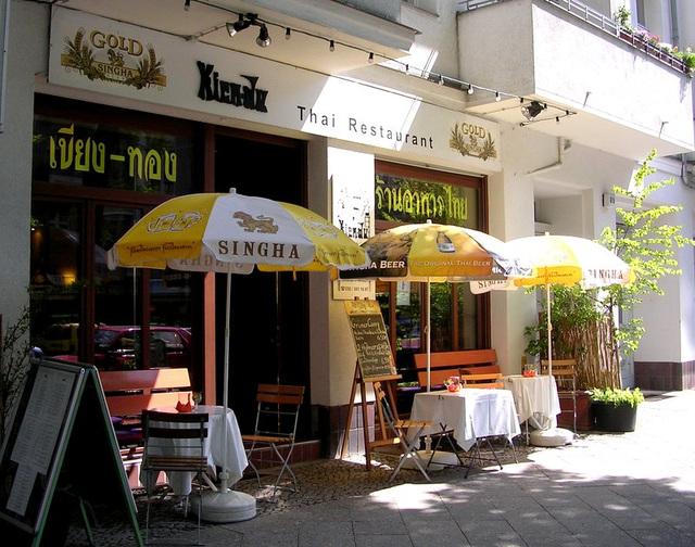Thai Restaurant Kien-Du-Kiang-Thong sun-drenched