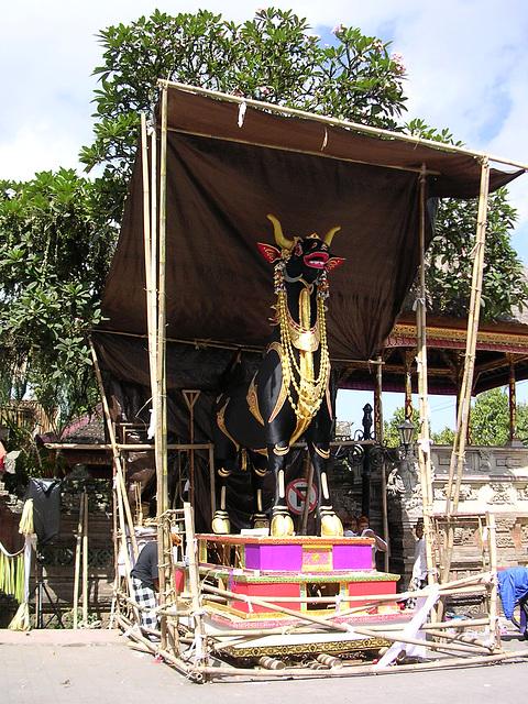 Ubud -  Vorbereitungen für eine Totenverbrennung