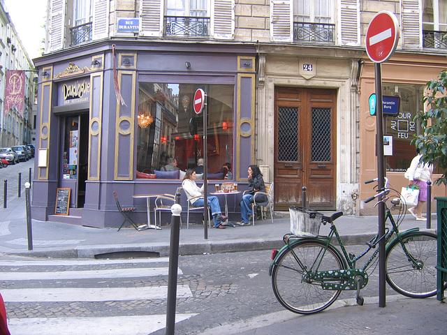 Café mauve et vélo