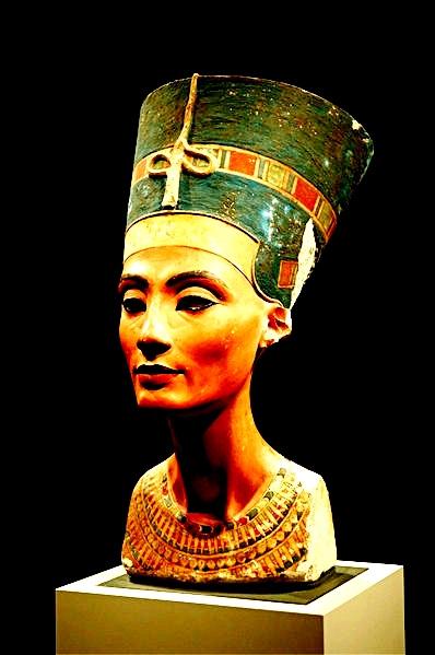 Nefertiti: La belulino estas veninta!