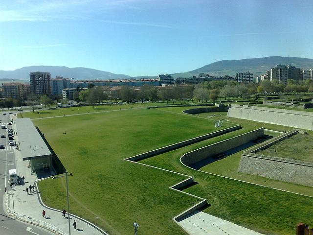 Pamplona: Estación de autobuses subterránea.