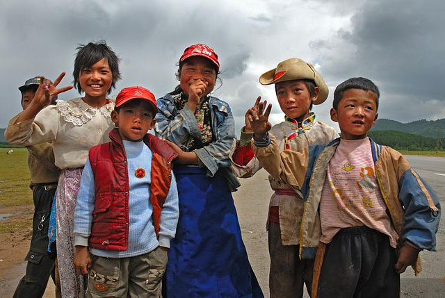 Kids welcome us in Zhongdian