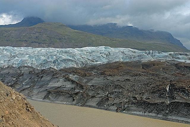 The Skeiðará river at the end of the Svinafellsjökull glacier