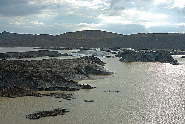 The Skeiðará river flows into a glacial lake