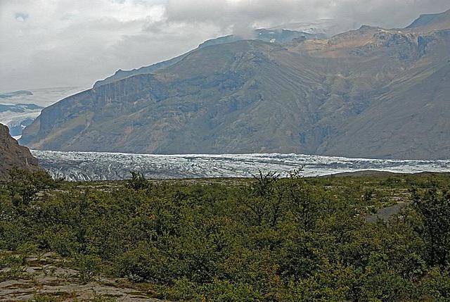 Way to the Svinafellsjökull glacier